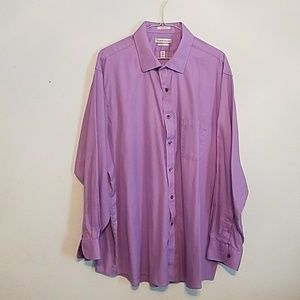 Handsome Van Heusen classic fit wrinkle free shirt